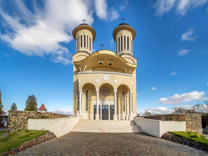 Biserica Sfânta Cuvioasă Paraschiva 11