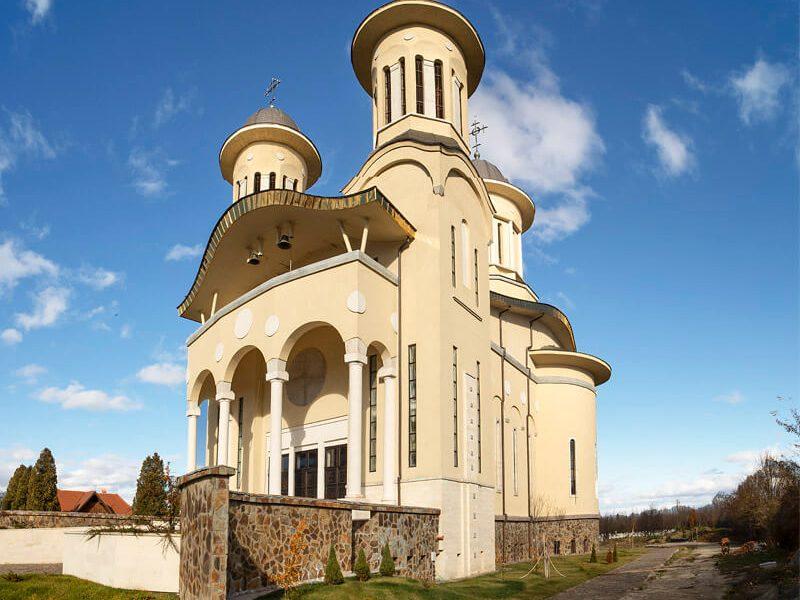 Biserica Sfânta Cuvioasă Paraschiva 4