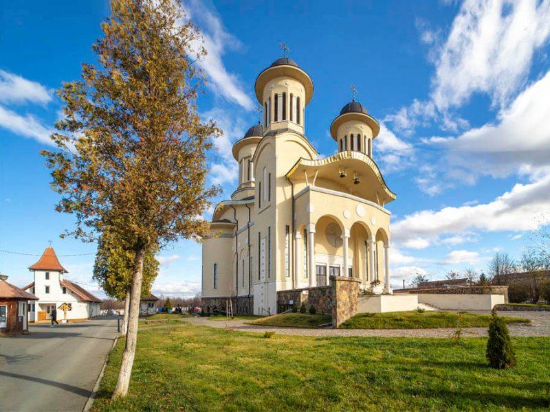 Biserica Sfânta Cuvioasă Paraschiva 8 (1)