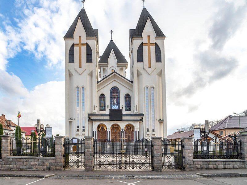 Biserica Sfinții Împărați Constantin şi Elena şi Sf. Corneliu Sutaşul 13