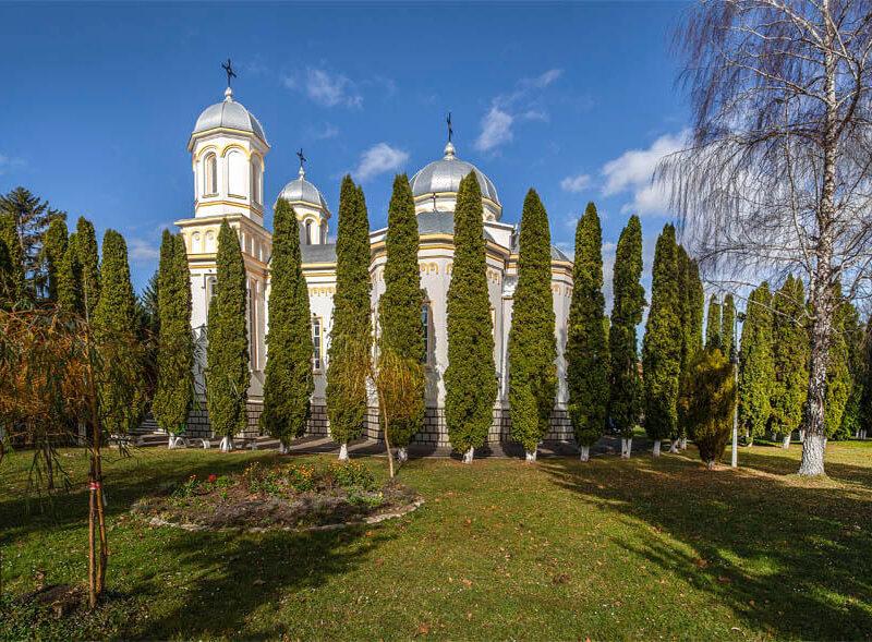 Biserica Sfinții Apostoli Petru și Pavel