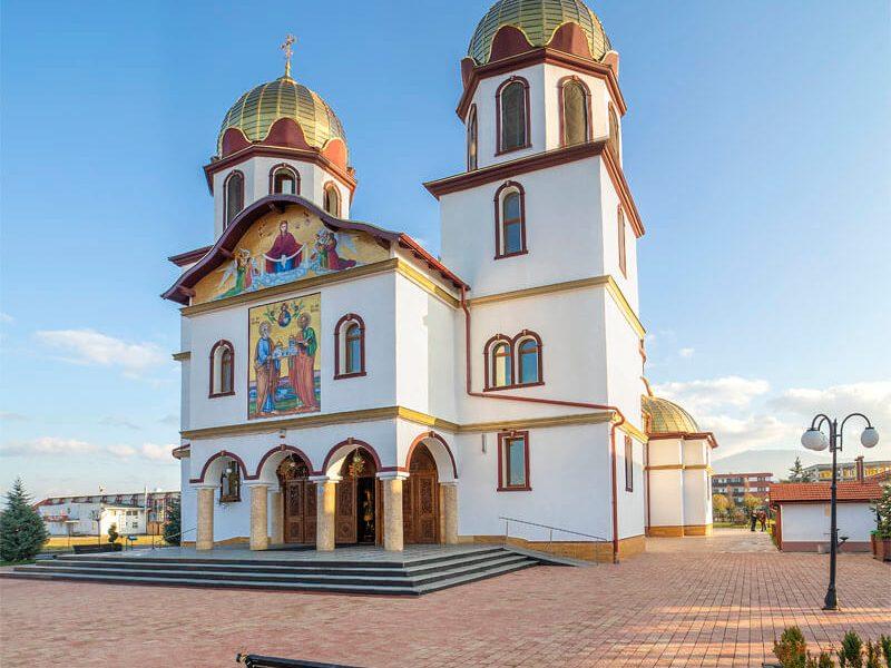 Biserica Sf. Ap. Petru și Pavel și Acoperământul Maicii Domnului 10
