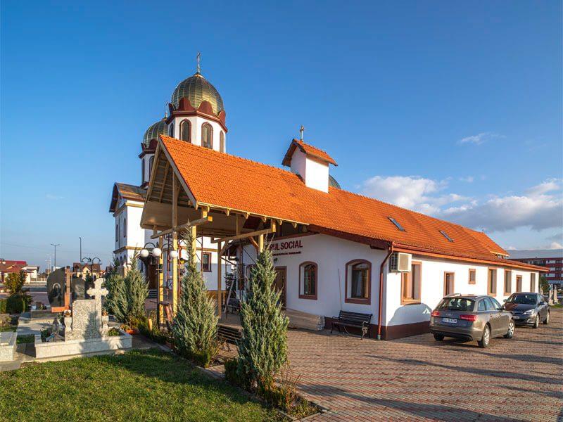 Biserica Sf. Ap. Petru și Pavel și Acoperământul Maicii Domnului 14