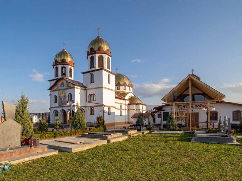 Biserica Sf. Ap. Petru și Pavel și Acoperământul Maicii Domnului 15
