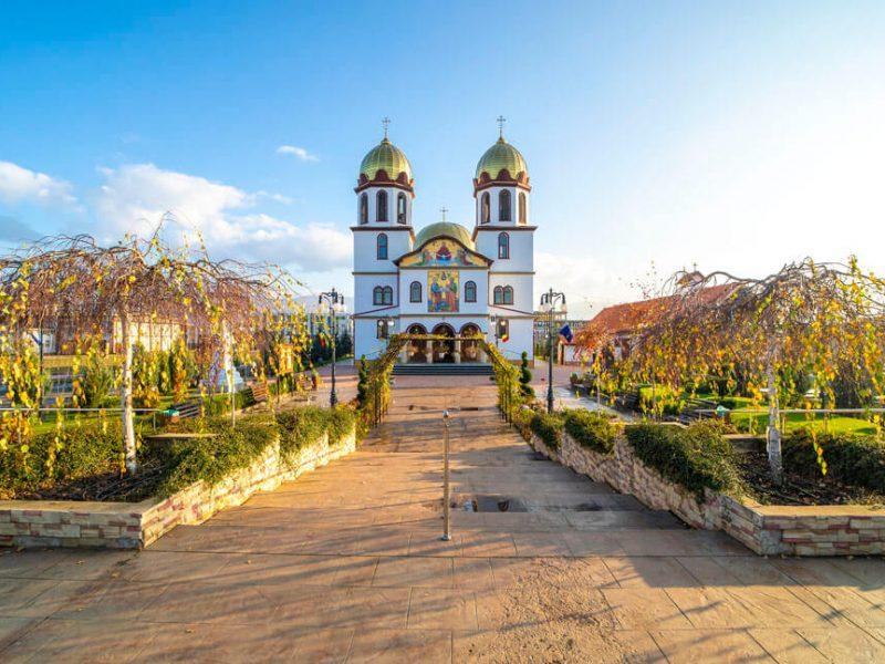 Biserica Sf. Ap. Petru și Pavel și Acoperământul Maicii Domnului 6