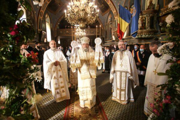 """Sărbătoare la Biserica """"Sfânta Treime""""-Tocile din Şcheii Braşovului (3)"""